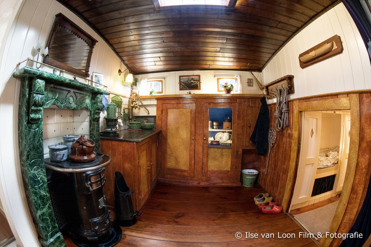 Houseboat museum